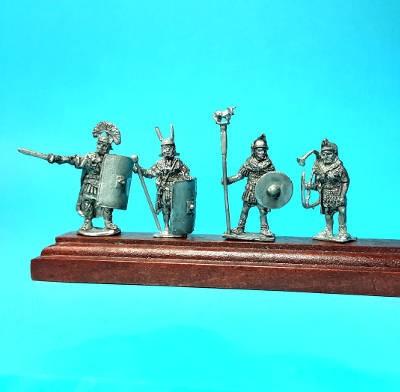 1 - 2 AD: Römische Legionäre - Command Set (Standarte mit Stier)
