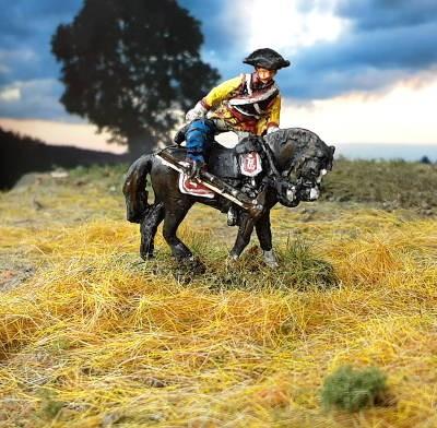 1756: Preußischer Kürassier (auf das Pferd steigend)