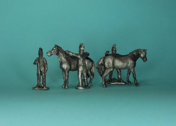 Französische Soldaten bei der Pferdepflege (1805 - 1815)